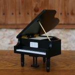 画像1: 18弁オルゴール 木製グランドピアノ 黒M (1)